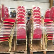 Stock des chaises empilables Victoria